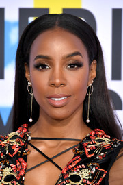 Kelly Rowland showed off a sleek straight hairstyle at the 2017 American Music Awards.