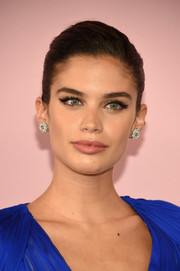 Sara Sampaio went for some retro charm with a perfectly done cat eye.