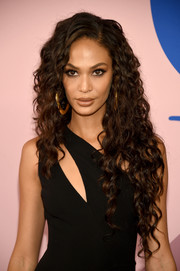 Joan Smalls showed off a gorgeous curly 'do at the 2017 CFDA Fashion Awards.