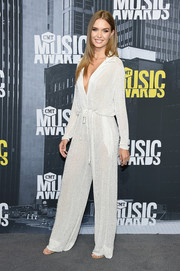 Josephine Skriver was easy-breezy in a slouchy white jumpsuit by Naeem Khan at the 2017 CMT Music Awards.