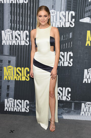 Kelsea Ballerini gave us mod vibes with this black-and-white cutout gown at the 2017 CMT Music Awards.