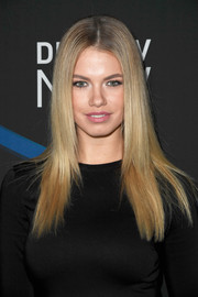 Hailey Clauson sported a perfectly sleek layered cut at the 2017 DIRECTV NOW Super Saturday Night concert.