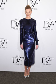 Karlie Kloss complemented her fabulous dress with mirrored silver pumps by Christian Louboutin.