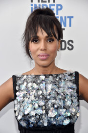 Kerry Washington went edgy with this messy ponytail at the 2017 Film Independent Spirit Awards.
