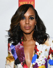 Kerry Washington's bold eye makeup complemented the blues on her floral suit.