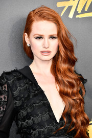 Madelaine Petsch wore her long red tresses in a side-swept, wavy style at the 2017 MTV Movie and TV Awards.