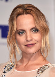 Mena Suvari looked elegant wearing this loose chignon with wavy tendrils at the 2017 MTV VMAs.