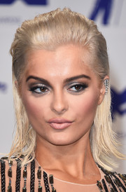Bebe Rexha went for an edgy slicked-back hairstyle when she attended the 2017 MTV VMAs.