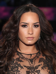 Demi Lovato paired a nude lip with heavily lined eyes for the 2017 MTV VMAs.