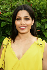 Freida Pinto left her hair loose and straight with a center part when she attended the 2017 Maui Film Festival.