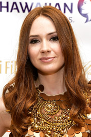 Karen Gillan framed her face with soft center-parted waves for the 2017 Maui Film Festival.