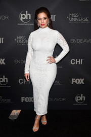 Ashley Graham styled her dress with elegant silver evening sandals.
