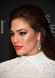 Ashley Graham gave her white outfit a dazzling pop of color with a swipe of red lipstick.