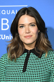 Mandy Moore looked lovely with her face-framing waves at the 2017 NBCUniversal Upfront.