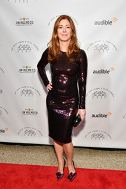 Dana Delany matched her dress with a pair of bowed satin pumps.