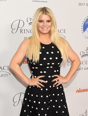 Jessica Simpson flaunted a statement diamond ring by Hueb, among other bling, at the 2017 Princess Grace Awards.