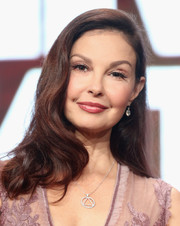 Ashley Judd worked vintage-glam waves at the 2017 Summer TCA Tour.