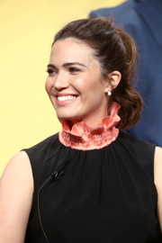 Mandy Moore brushed her hair back into a wavy ponytail for the 2017 Summer TCA Tour.