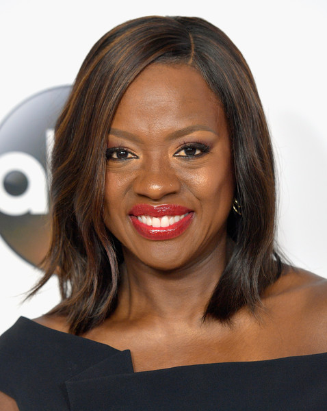 Viola Davis styled her hair into a sleek side-parted 'do for the 2017 Summer TCA Tour.