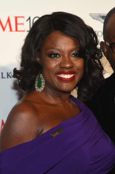 Viola Davis styled her hair into a classic curled-out bob for the 2017 Time 100 Gala.