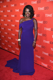 Viola Davis looked absolutely regal in a purple off-one-shoulder gown by Armani at the 2017 Time 100 Gala.