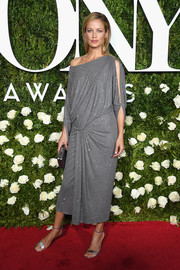 Carolyn Murphy paired her stylish frock with silver ankle-strap sandals.