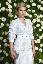 Scarlett Johansson accessorized with an elegant silver box clutch by MICHAEL Michael Kors at the 2017 Tony Awards.