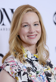 Laura Linney wore her hair down to her shoulders in a soft wavy style at the 2017 Tony Awards Meet the Nominees press junket.