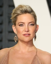 Kate Hudson wore a stunning pair of dangling diamond earrings at the 2017 Vanity Fair Oscar party.