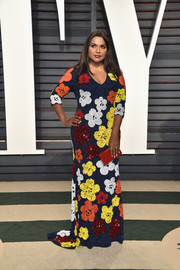 Mindy Kaling looked absolutely darling in a multicolored floral-sequined gown by Naeem Khan at the Vanity Fair Oscar party.