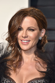 Kate Beckinsale glammed up her look with this loose chignon for the Vanity Fair Oscar party.