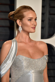 Rosie Huntington-Whiteley hit the Vanity Fair Oscar party wearing her hair in a tight bun.