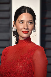 Olivia Munn styled her hair into a wavy, center-parted ponytail for the Vanity Fair Oscar party.