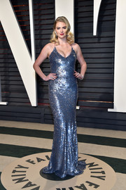 Kate Upton looked like an Old Hollywood bombshell in a fully sequined slip dress by Thakoon at the Vanity Fair Oscar party.