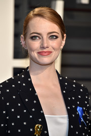 Emma Stone opted for a casual side-parted bun when she attended the Vanity Fair Oscar party.