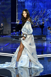 Lily Aldridge was boudoir-glam in a floor-sweeping robe with voluminous sleeves at the 2017 Victoria's Secret fashion show.
