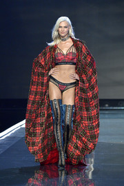 Karlie Kloss donned a voluminous plaid cape for a more impressive finish.