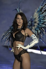 Bella Hadid teamed printed gloves with black lingerie for the 2017 Victoria's Secret fashion show.