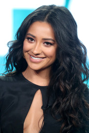 Shay Mitchell looked gorgeous with her long center-parted curls at the 2017 Winter TCA Tour.