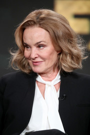 Jessica Lange styled her hair into a short wavy 'do for the 2017 Winter TCA Tour.