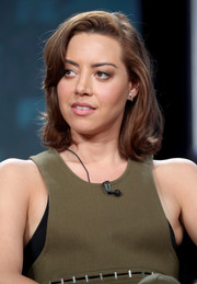 Aubrey Plaza styled her short hair with curly ends and side-swept bangs for the 2017 Winter TCA Tour.
