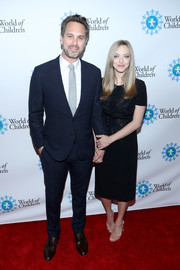 Amanda Seyfried styled her LBD with pink T-strap sandals by Francesco Russo.