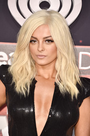 Bebe Rexha's platinum-blonde locks flowed just past her shoulders in an edgy-glam style during the 2017 iHeartRadio Music Awards.