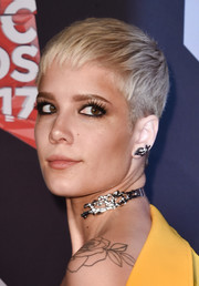 Halsey attended the 2017 iHeartRadio Music Awards sporting a summer-cute pixie.