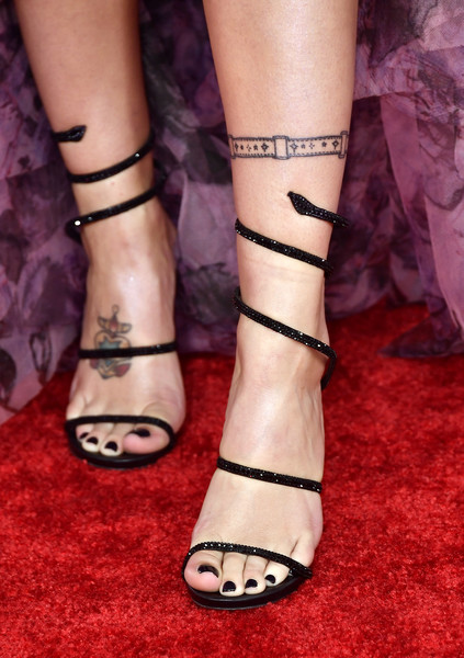 More Pics of Halsey Strappy Sandals (1 of 14) - Halsey Lookbook - StyleBistro [footwear,leg,human leg,sandal,ankle,nail,toe,foot,joint,high heels,arrivals,halsey,american music awards,fashion detail,microsoft theater,los angeles,california]