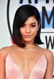 Vanessa Hudgens showed off a perfectly styled bob at the 2018 American Music Awards.