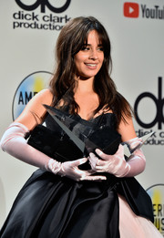 Camila Cabello looked like a princess with her pink satin opera gloves at the 2018 American Music Awards.