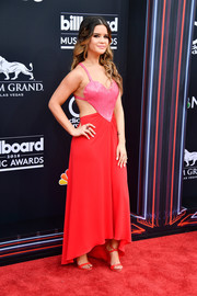 Maren Morris complemented her dress with strappy red heels by Giuseppe Zanotti.