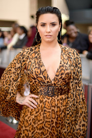 Demi Lovato accessorized with a yellow gold diamond ring by L' Dezen at the 2018 Billboard Music Awards.