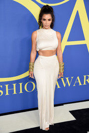 Kim Kardashian flaunted her abs in a white crop-top by Rick Owens at the 2018 CFDA Fashion Awards.